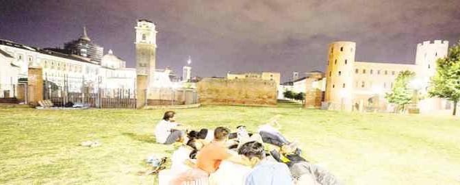 Torino: decine di pakistani accampati sotto la cupola del Guarini