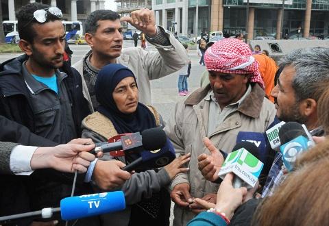 """Profughi siriani protestano: """"Questo paese è troppo povero, vogliamo andarcene"""""""