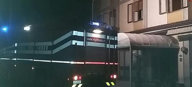 Hotel, incendio non basta a fermare arrivo di 55 profughi