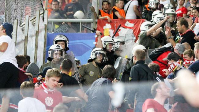Polizia greca si 'vendica' sui tifosi tedeschi