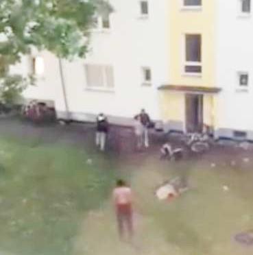 Profughi accolti in condominio terrorizzano vicini – VIDEO