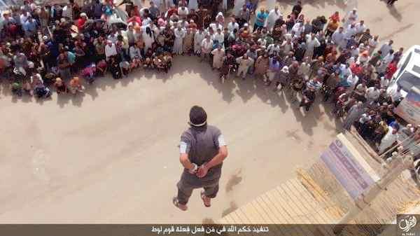 Islamici lanciano un altro gay da palazzo – FOTO CHOC