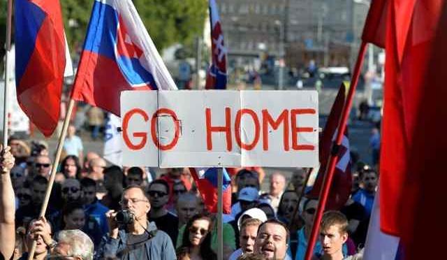 Migliaia marciano contro arrivo 'profughi'