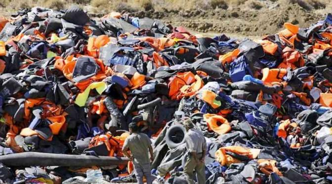 Ambiente: ecco come i clandestini hanno ridotto le spiagge greche
