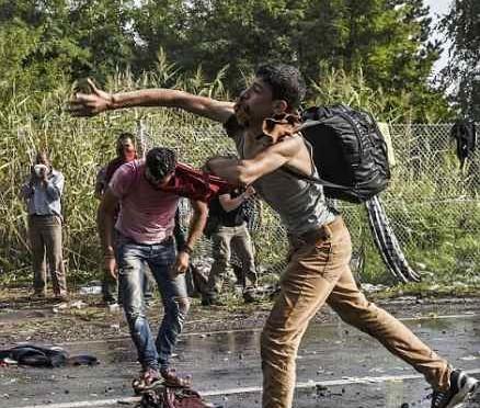 """Servizi Germania: """"Sarà assalto ai confini"""""""