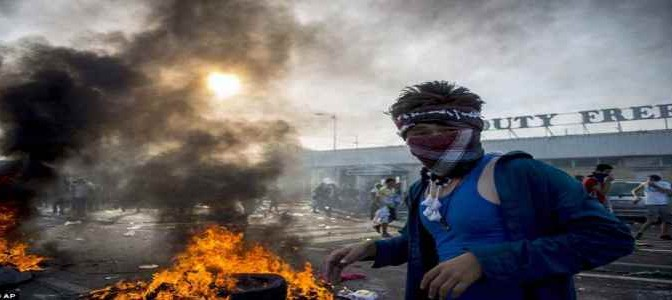 ISLAMICI ASSALTANO BARRIERA UNGHERESE AL GRIDO 'ALLAH AKBAR' – VIDEO – FOTO