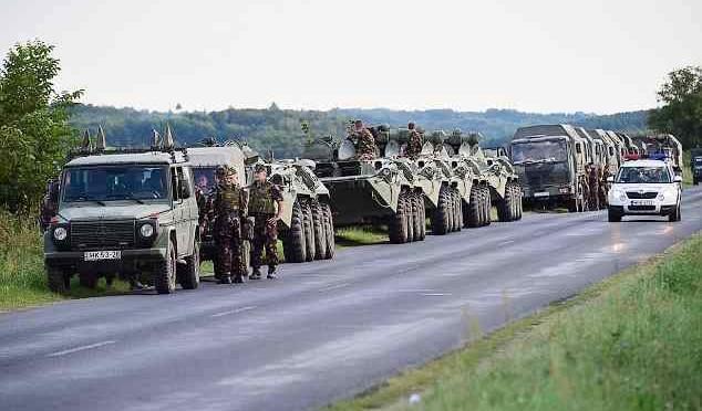 Ungheria invia blindati a confine croato – FOTO