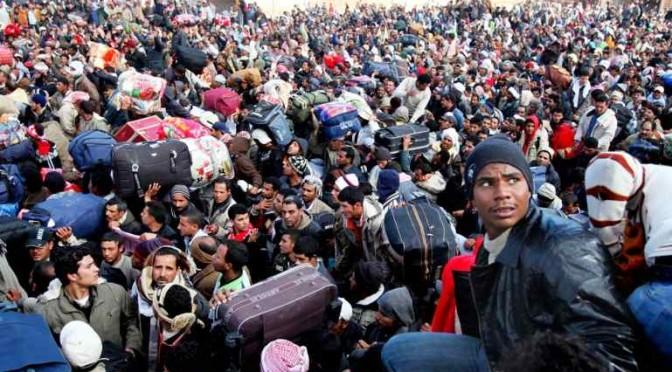 """Banca Mondiale su profughi: """"Ora sono un danno, alla lunga un bene"""""""
