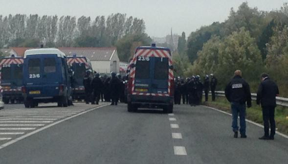 Scontri tra clandestini ricchi e agenti a Calais