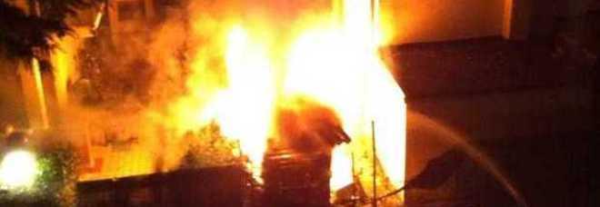 Hotel 4 Stelle ospita profughi: distrutto dalle fiamme – FOTO