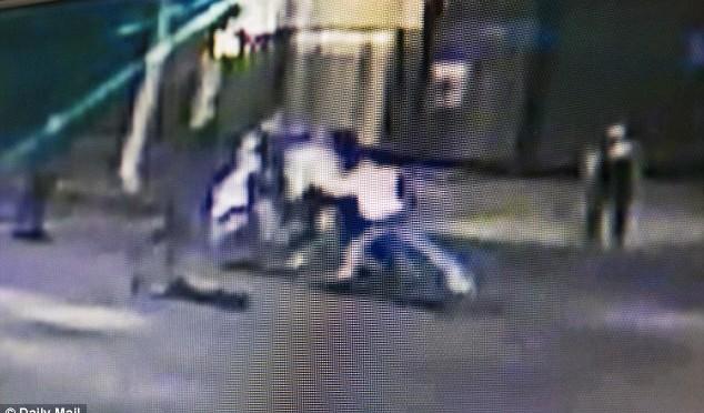 Eroe anti-Islam accoltellato: emerge video – VIDEO