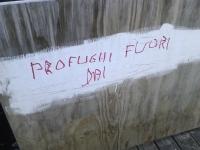 La protesta contro l'invasione sui muri di Vicenza