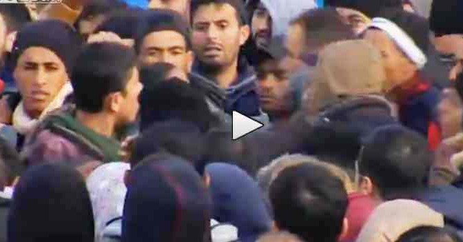 Islamici assaltano confine austriaco: immagini degli scontri – VIDEO