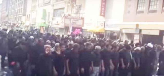 Folla islamica occupa strade per la preghiera: a Los Angeles!