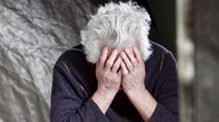 Profugo di 17 anni stupra 72 enne nel giardino di casa