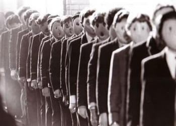 Indottrinamento a scuola: arriva l'ora di 'accoglienza profughi'