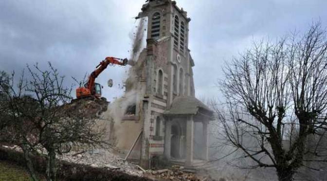 Francia: 2.800 chiese saranno demolite per fare posto a moschee