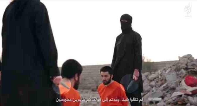 ISIS decapita 4 'infedeli': costretti a guardarsi sgozzare uno dopo l'altro – VIDEO CHOC