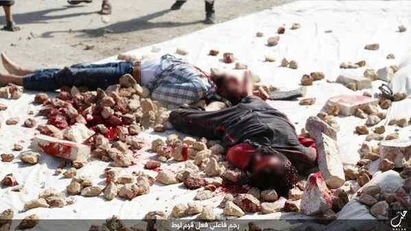 Isis lapida due gay ad Aleppo – FOTO CHOC