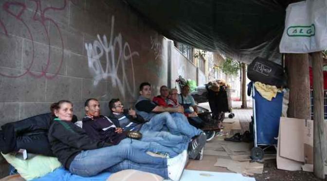 Italiani vivono sul marciapiede, prefetto cerca casa per stranieri