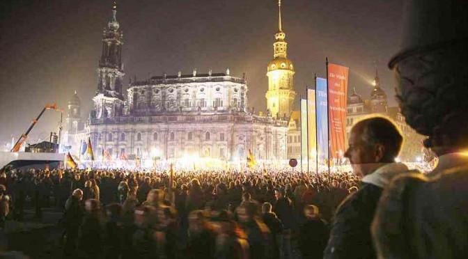 Imponente manifestazione anti-immigrati a Dresda