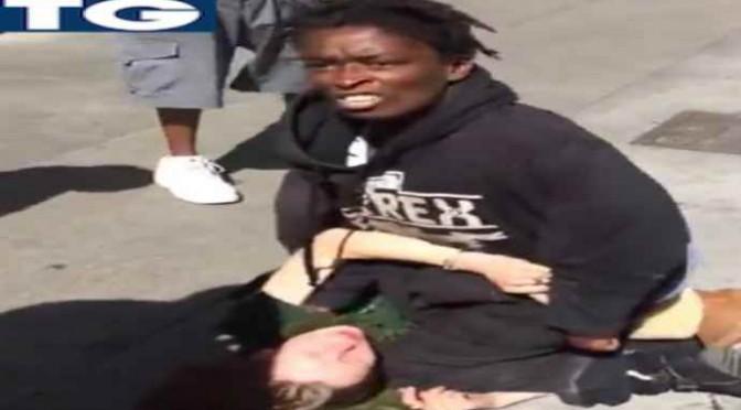 Sbaglia quartiere, pestata a sangue da risorse – VIDEO