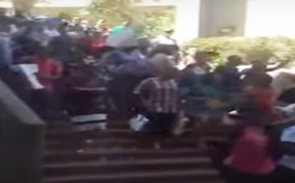 Sudafrica: studenti bianchi costretti a barricarsi in classe
