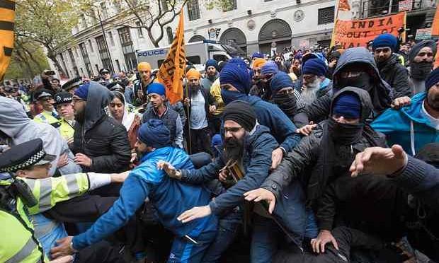 Londra: Sikh protestano contro violenze, dell'India..