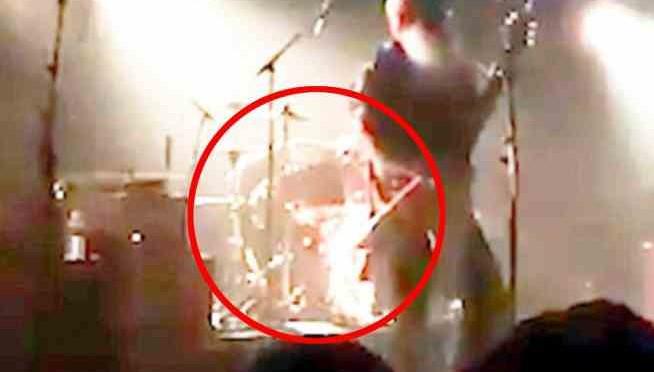 "Jesse Hughes (Eagles of Death Metal): ""Ho visto islamici festeggiare dopo strage Bataclan"""