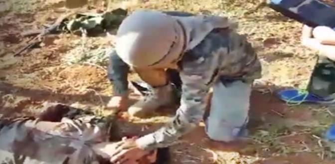 Islamici moderati finanziati da Italia decapitano prigioniero – VIDEO CHOC