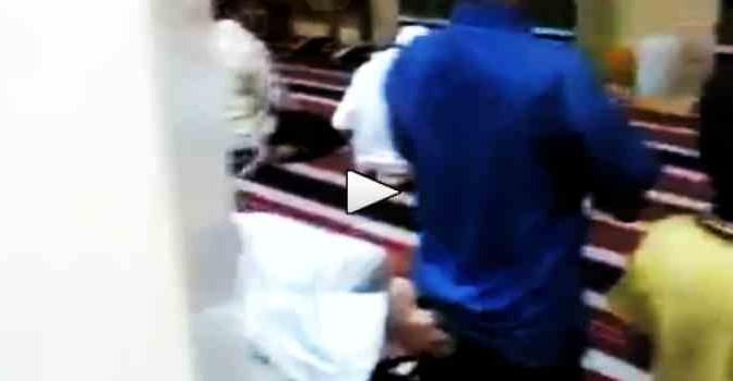 Succede in una moschea al sedere di un bambino – VIDEO