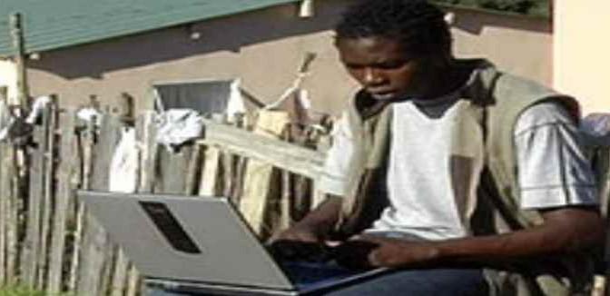 Profughi si intrufolano in giardini privati in cerca di wi-fi