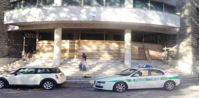 Clandestini bivaccano, sindaco PD costretto a mettere barriere