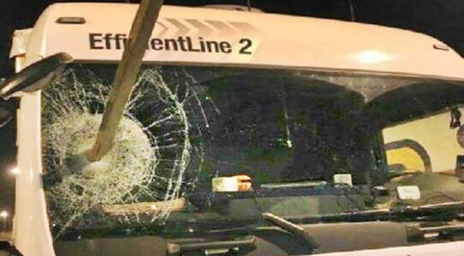 Assalti di clandestini: camionisti chiedono esercito nelle strade di Calais