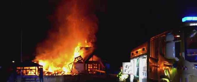 Taniche di benzina, e l'hotel dei profughi è quasi distrutto