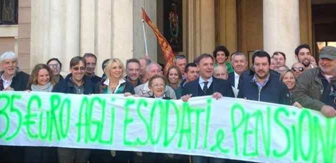 """Vescovo vuole migranti in case italiani, Salvini: """"Pensi ai superattici del Vaticano"""""""