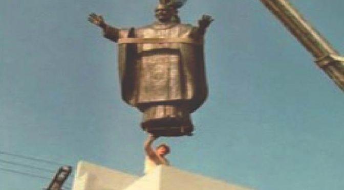 """Tribunale rimuove statua di Giovanni Paolo II: """"Turba loro…"""""""