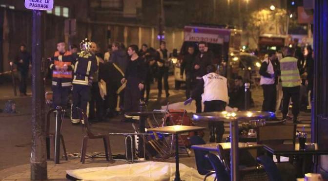 """A Parigi 300 feriti, parla Le Pen: """"Ci avete portato a catastrofe"""""""