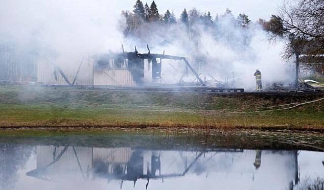 Scontri profughi – residenti in Svezia: auto date alle fiamme