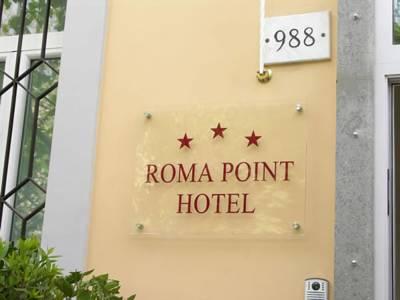 Hotel di Roma diverrà villaggio vacanze per profughi (finti)
