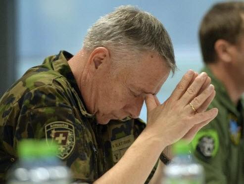 """Capo Esercito Svizzera a cittadini: """"Armatevi, rischio caos"""""""