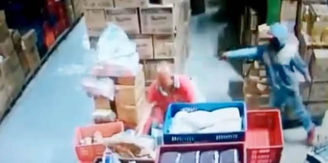 Terribile esecuzione a sangue freddo in diretta – VIDEO CHOC