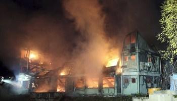 Resistenti tedeschi attaccano con molotov 2 hotel profughi in costruzione