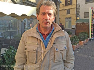 Italiano senza casa dorme in stazione, chi lo adotta?