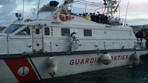 """Guardia Costiera esulta: """"Con questa motovedetta portati 520 clandestini"""""""