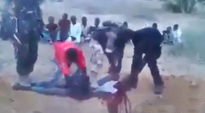 Accolsero Bergoglio in Centrafrica: ora massacrano e mangiano nemici – VIDEO CHOC