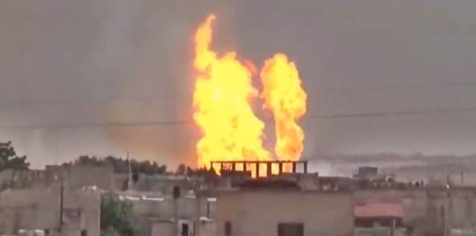 Bombardamenti russi distruggono raffinerie e gasdotti Turchia-ISIS