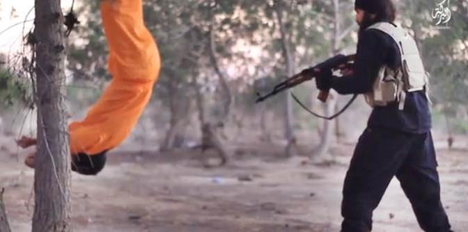 ESECUZIONE CHOC: LEGATO A TESTA IN GIU' E UCCISO DA ISLAMICI – VIDEO