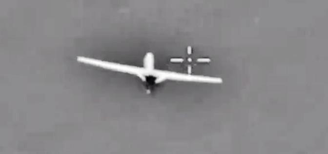 Jet russo mette nel mirino Predator americano – VIDEO