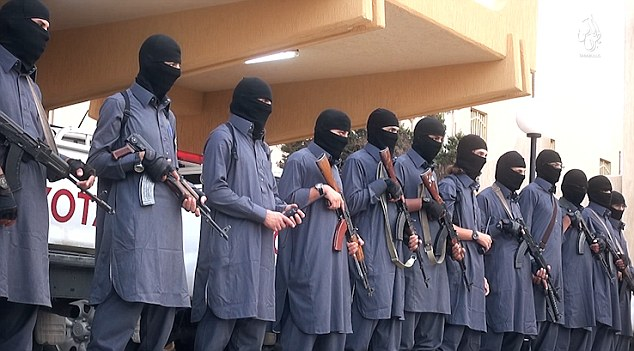 """Prova di forza di ISIS in Libia: """"Ecco i poliziotti della Sharia"""" – VIDEO"""